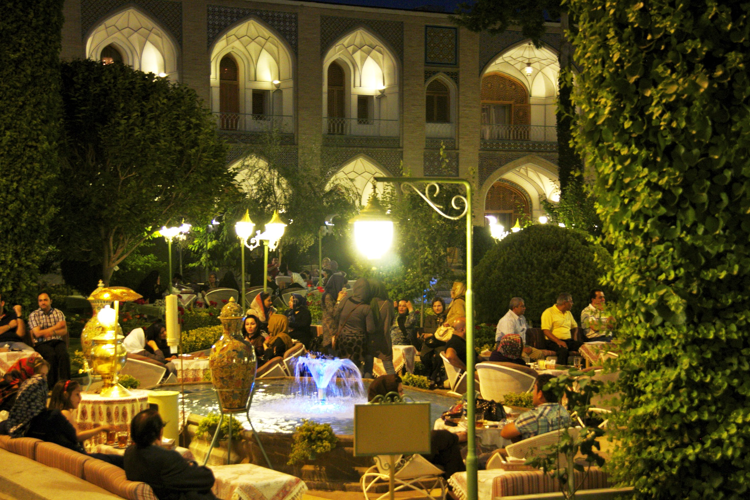 Week-end's evening at the Abbasi Hotel - Isfahan
